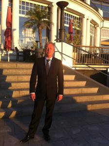 Mike Hoffmann vor dem COLUMBIA Hotel Travemünde