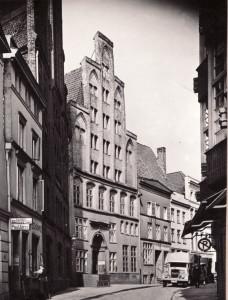 Fotografie der Lübecker Schmiedestraße, nach 1933, St. Annen Museum