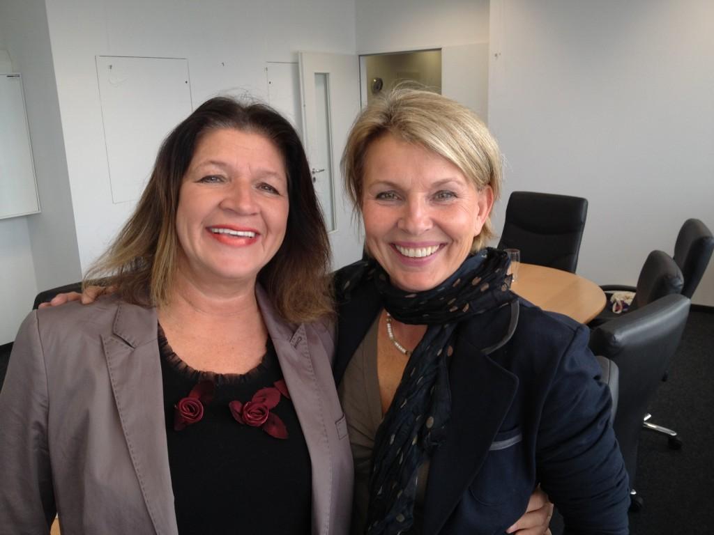 glücklich nach den TV-Aufnahmen: Sabine Linek (links) und ihre Redakteurin Nina von Hadenberg (Foto: Tom Kuschl)